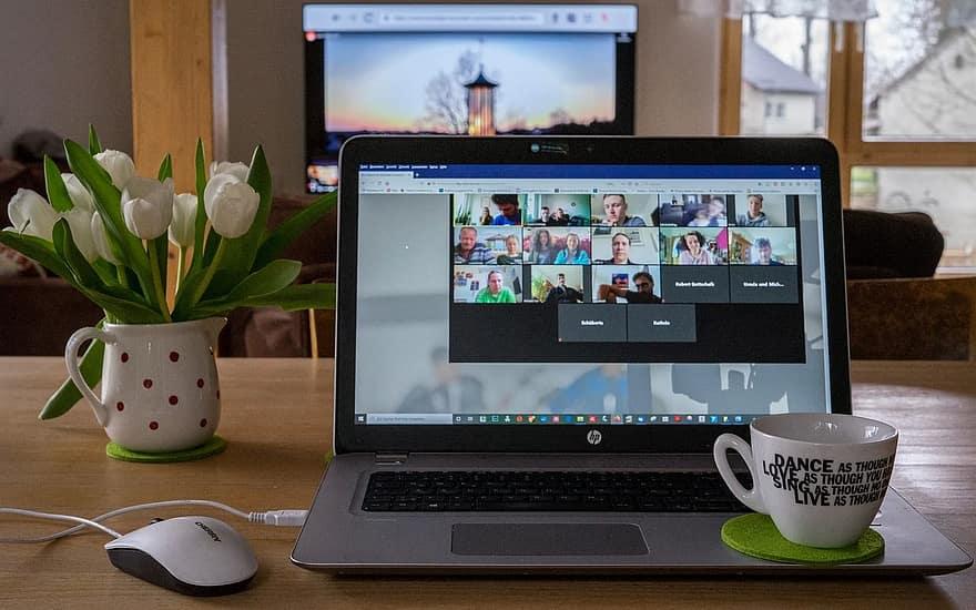Las reuniones virtuales son parte del teletrabajo